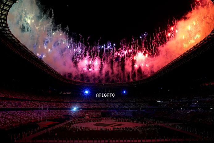 """""""Merci"""", peut-on lire sous le feu d'artifice de la cérémonie de clôture, dimanche, à Tokyo"""