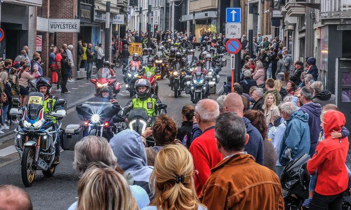 De doortocht van het Vlastreffen op zondag 29 augustus, in de Leiestraat in Kortrijk