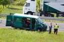 Eén van de voertuigen die vrijdagmiddag in botsing kwamen op de A73.