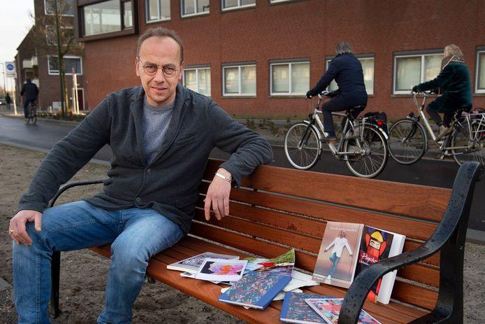 Ervaringsdeskundige John Jongejan is werkzaam bij GGz Breda en schrijft over psychoses. Onlangs verscheen een verhalen- en een gedichtenbundel.