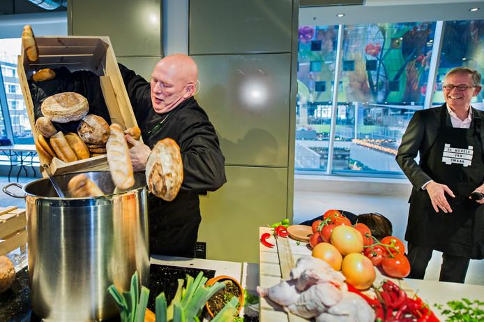 De feestelijke opening van De Wereld van Smaak met de populaire chefkok Pierre Wind. Rechts directeur Hans Schröder.