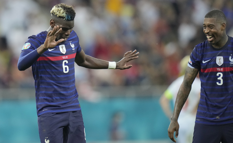 Paul Pogba en Presnel Kimpembe: toén hadden ze nog lol. Beeld EPA