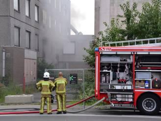 Jongelui stichten brand in voormalige Sint-Maartenskliniek, rookpluim tot ver in de omgeving te zien