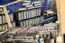 Beeld van Europol vrijgaf, nadat in Nederland en Polen in totaal 30 verdachten werden opgepakt voor betrokkenheid bij een bende in illegale sigaretten.