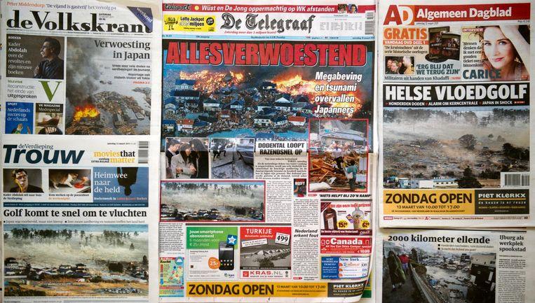 Krantenkoppen na de tsunami in Japan. Beeld anp