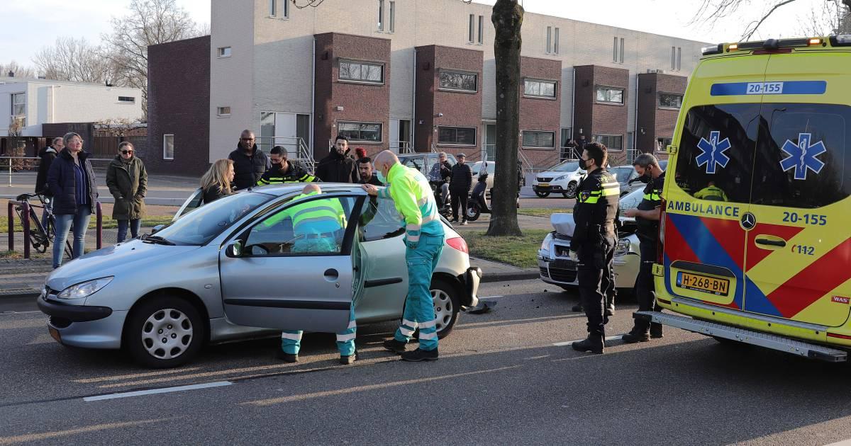 Één lichtgewonde na kop-staartbotsing in Waalwijk.