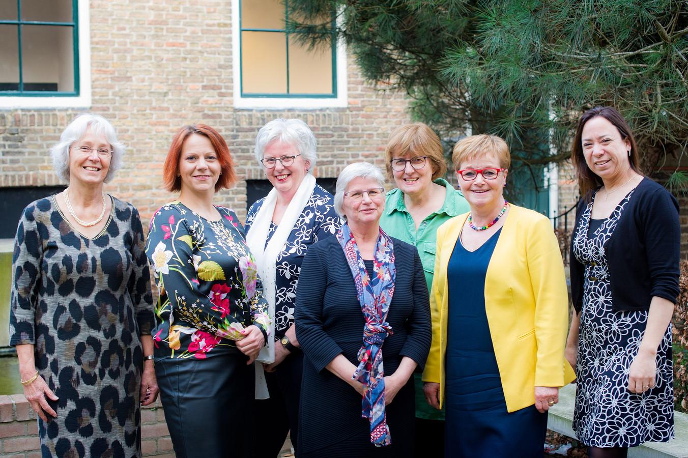 Lonneke Verbunt (rechts) vormt met haar zes collega's sinds 2018 een meerderheid aan vrouwen in de gemeenteraad van Baarle-Nassau.