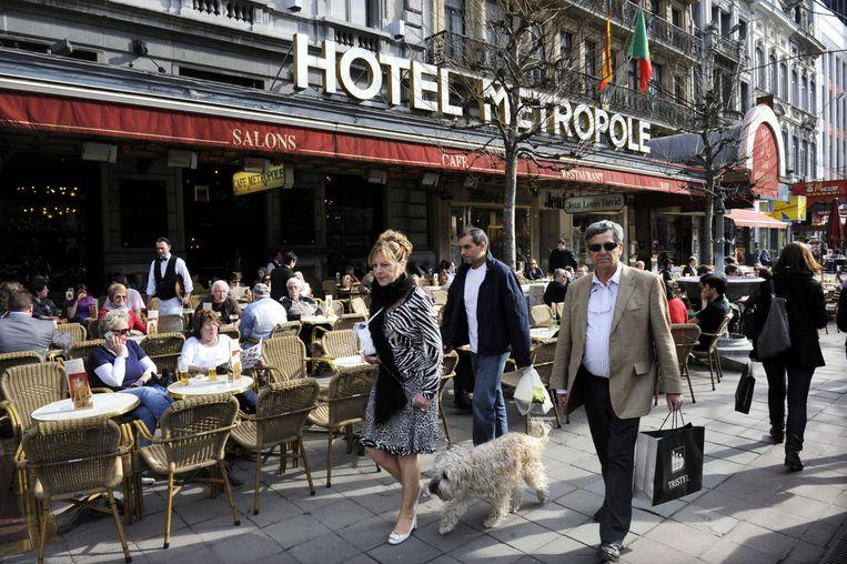 Het terras van Hotel Metropole zit vol, ook in tijden van terreur. Beeld Hollandse Hoogte