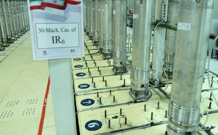 Op deze door het Iraanse agentschap voor atoomenergie vrijgegeven foto is een centrifuge voor de verrijking van uranium in Natanz te zien. De nucleaire installatie zou getroffen zijn door een cyberaanval. Beeld AP