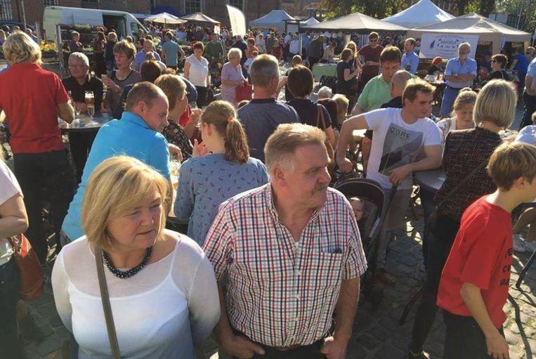 Archiefbeeld : Boerenmarkt in Kalken.