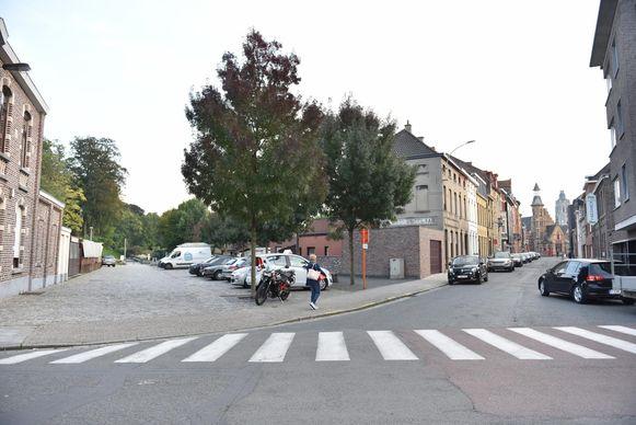 In de Gevaertdreef (foto) en de Neringstaat moet Aquafin het wegdek opbreken. In de meeste andere straten niet, omdat de nieuwe afvalwaterbuis in de bestaande koker van de Rietgracht komt.