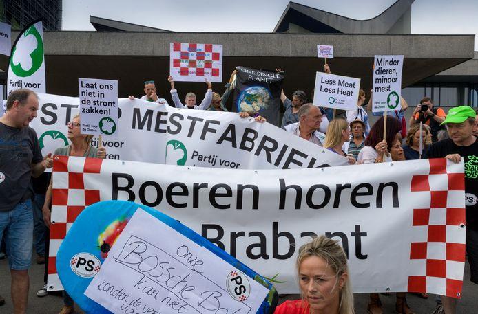 Zelden was de kloof tussen de voedselmakers en hun buren die daar overlast van hebben zo voelbaar als anderhalf jaar geleden bij het provinciehuis in Den Bosch.