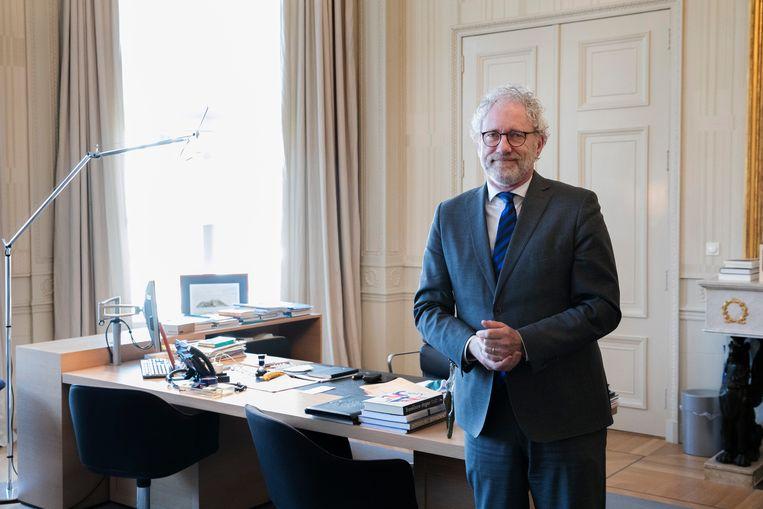 Nederland. Den Haag. 13 april 2021. Portret Thom de Graaf, vice-president van de Raad van State in zijn werkkamer aan de Kneuterdijk. Beeld Inge van Mill