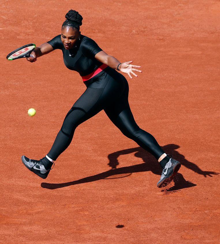 De omstreden 'catsuit' van Serena Williams. Beeld EPA