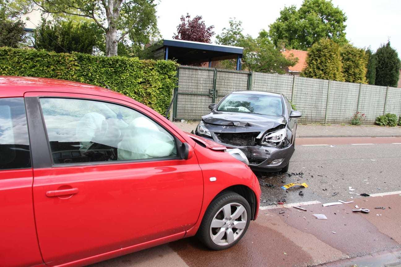 Botsing tussen twee auto's in Dongen