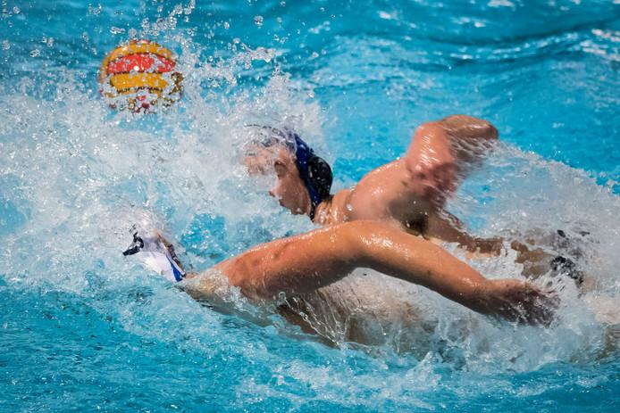 Zwem- en Poloclub De Mors wordt hard getroffen door het bezuinigingsbeleid van de gemeente Rijssen-Holten.