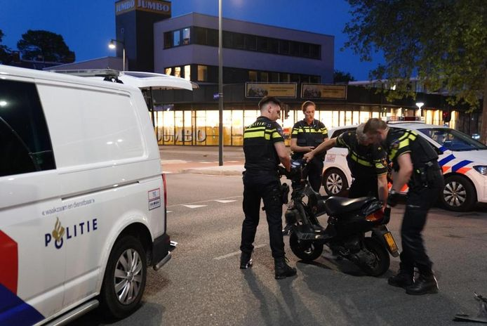 De man op de bromfiets raakte gewond bij het ongeval in Eindhoven.