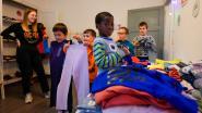 Leerlingen Het Laar openen pop-upkledingwinkeltje voor Rode Neuzen Dag