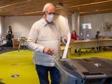 Gijs Schuurman (72) blijft in Hardenberg leider van broeierig 50Plus: 'Overal stormt het weleens'