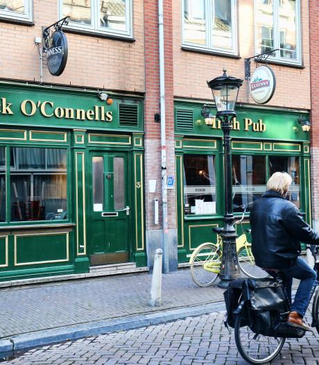 Restaurant Mick O'Connels: Iers tafelen met voetbal op de achtergrond