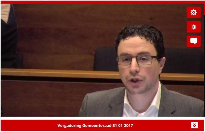 Noureddine Zarroy (D66) tijdens de gemeenteraadsvergadering in Helmond in januari 2017.