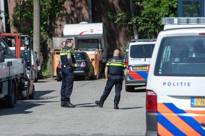 Onder meer de politie is woensdag aanwezig bij een groot onderzoek naar ondermijning in Eemnes.