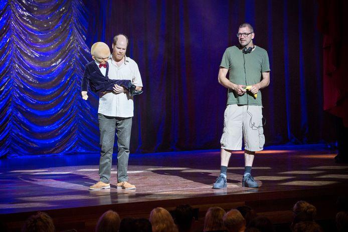 De Vlaamse acteur Bruno Vanden Broecke en zijn pop Billy met regisseur Theo Maassen in het Parkstad Theater in Heerlen.
