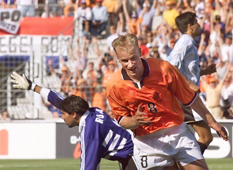 Bergkamp na zijn doelpunt in 1998 Beeld afp