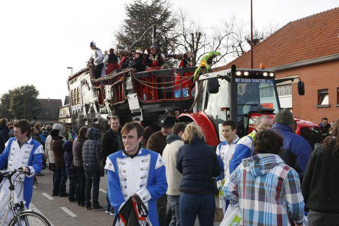 De carnavalstoet gaat zaterdag door om 14.11 uur. Startplaats is de kerk.