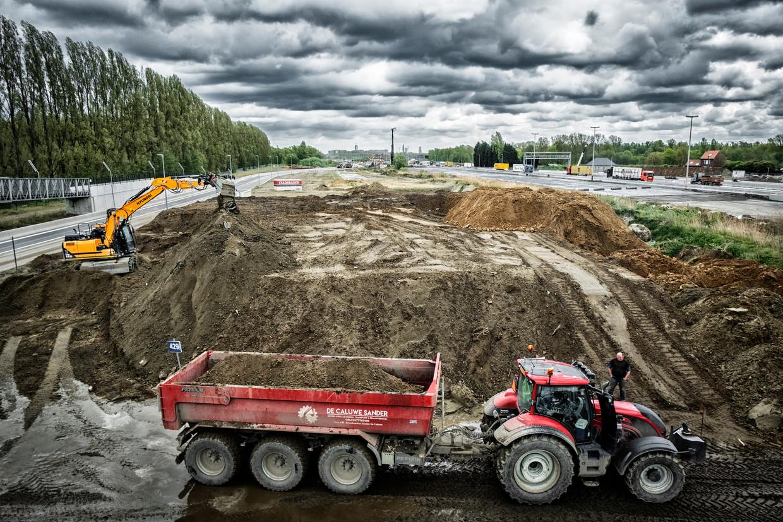 Werken aan de Oosterweelverbinding op de Antwerpse Linkeroever. Beeld Tim Dirven