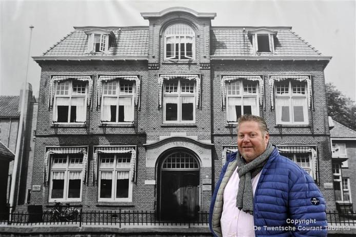 Martin Ankoné voor het oude Maartens-Stede/Oldenhove.