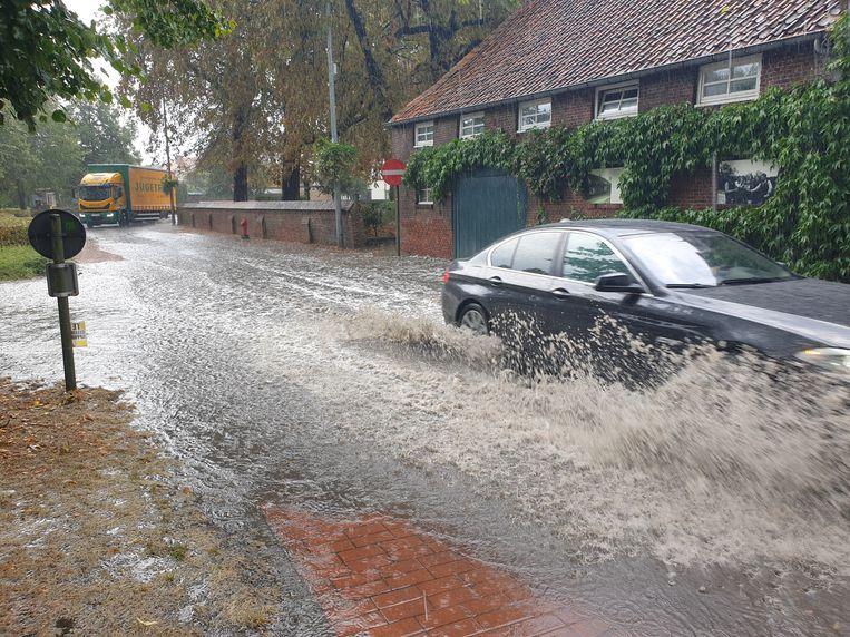 Wateroverlast in Gierle. Beeld Peter Vanderveken