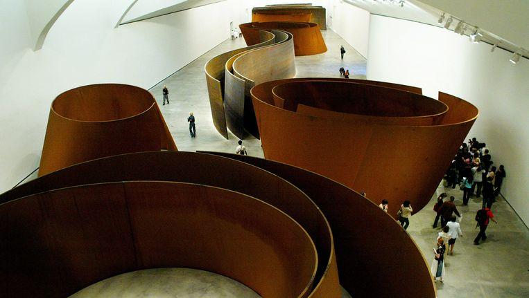 2. Richard Serra. Stalen sculpturen in het Guggenheim Museum in Bilbao, 2005. Serra is in zijn werk altijd bezig geweest met evenwicht. Beeld reuters