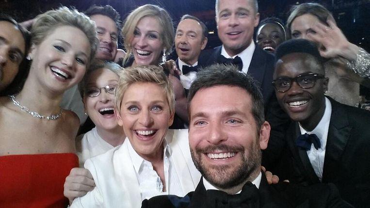 Deze selfie met een rits wereldsterren als Brad Pitt op de Oscars in 2014 ging instant viraal. Beeld Ellen Degeneres Twitter