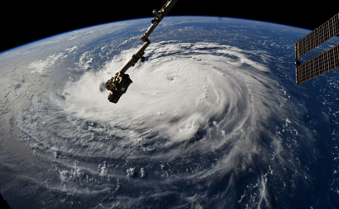 Satellietbeeld van tropische storm Florence voor de oostkust van Amerika