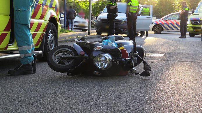 De bestuurder van de scooter raakte ernstig gewond