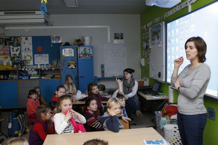 De leerlingen kijken naar het filmpje van Karrewiet en kunnen nadien vragen stellen en praten met elkaar.