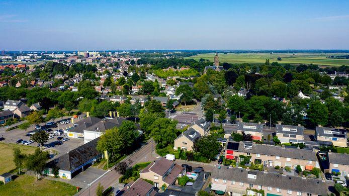 De nieuwe wijk komt aan de noordkant van Teteringen, vanuit het perspectief van deze foto gezien aan de rechterkant.