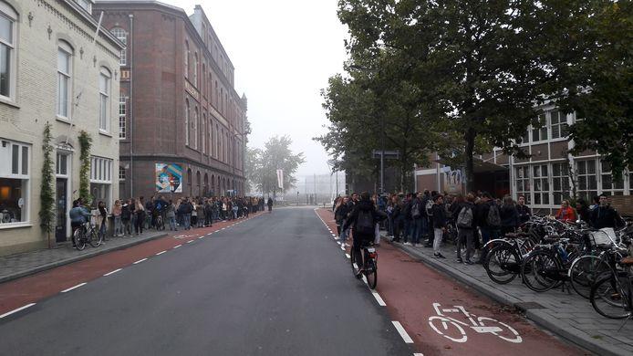 De zestiende editie van de Uitlokdag begon voor veel jongeren in de Bossche Boschdijkstraat.