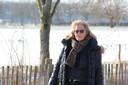 Ria De Lijser aan de Assebroekse Meersen, waar haar echtgenoot drie jaar geleden om het leven kwam.