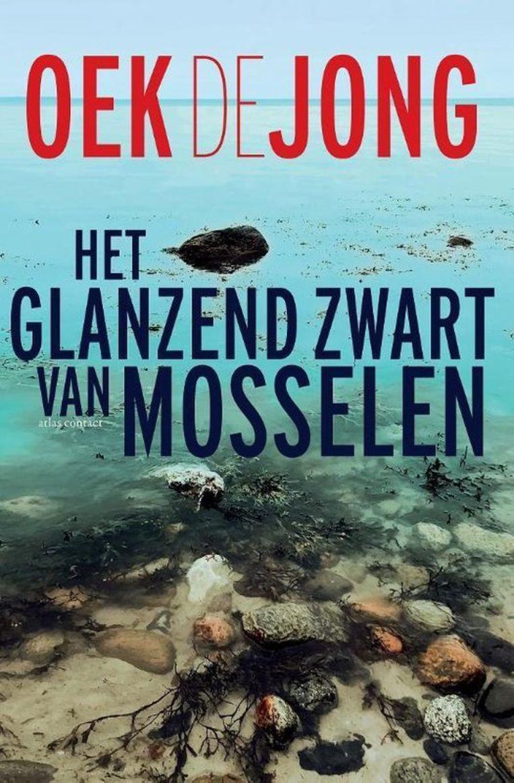 Oek de Jong, Het glanzend zwart van mosselen. Atlas Contact, €25, 752 blz. Beeld