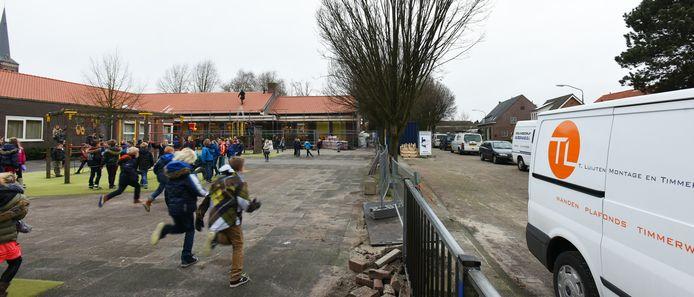 Archieffoto van de Willibrordusschool, op dat moment in verbouwing.
