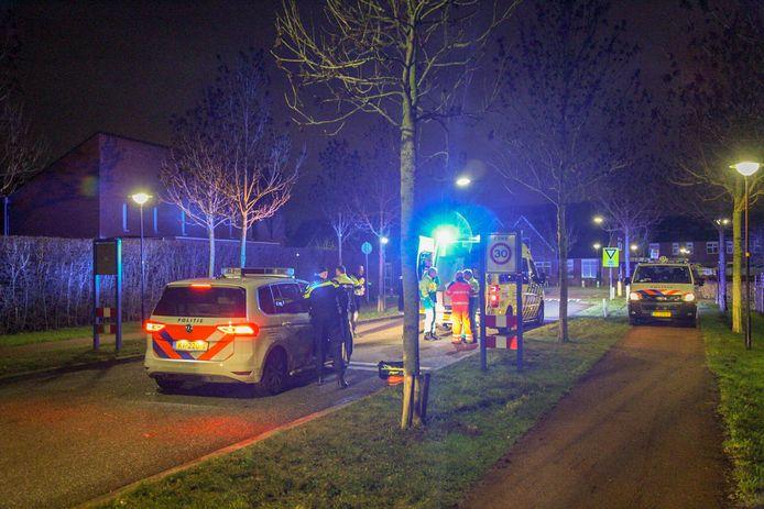 De 49-jarige man uit Haalderen werd met zwaar hoofdletsel naar het ziekenhuis gebracht.