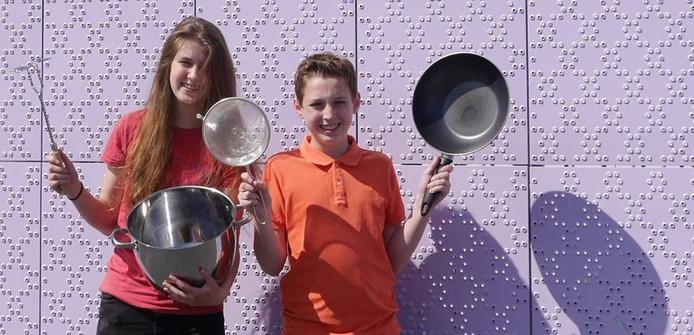 Rosanna Uitenbroek en Tim Waterman uit klas 2C van het Van Kinsbergen College in Elburg gaan hun zelfbedachte menu koken bij De Librije in Zwolle.