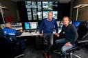 Jacques Snep en Richard Hoogveld (rechts) in de camera-uitleesruimte.