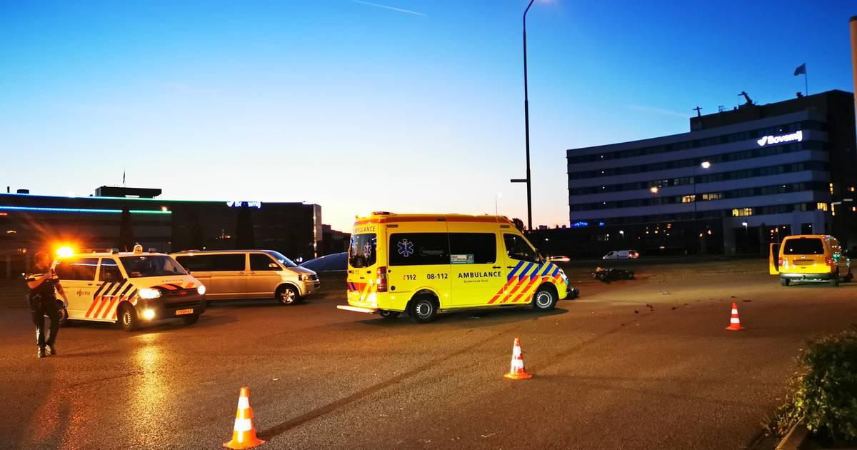 Motorrijder ernstig gewond na aanrijding op Takenhofplein in Nijmegen.
