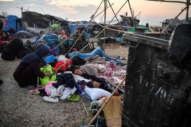 Een jaar geleden brandde het Moria-vluchtelingenkamp volledig af. Duizenden mensen verloren hun sowieso al armoedig onderkomen. Een jaar later is er nog weinig veranderd. Beeld AFP