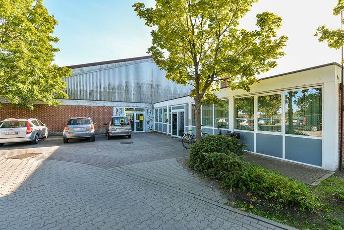 Stadszaal Oosthove zal één geheel vormen met het nieuwe zwembad.