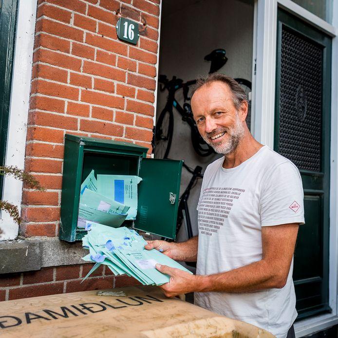 Mark de Boer kreeg in één keer 32 brieven van de gemeente in de bus, waarin stond dat hij van elk kwartaal het ten onrechte betaalde bedrag krijgt teruggestort.