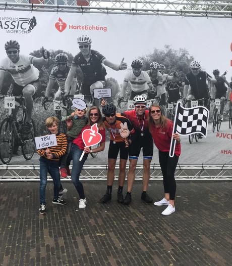 Drie AED's bij elkaar gefietst in Woerden tijdens de Jacco Versluis Classic